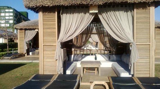Maxx Royal Belek Golf Resort: Такие уютные домики можно найти на территории отеля, недалеко от моря