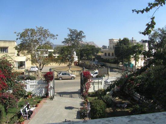 Sugan Niwas Palace: View of the street.