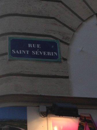 L' Auberge St-Severin: увидете эту улицу и сразу найдете этот ресторан