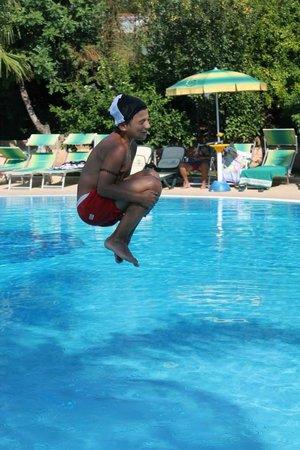 Hotel  La Bussola: Tuffi in piscina
