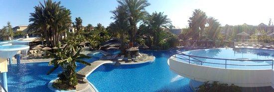 Atrium Palace Thalasso Spa Resort & Villas : вид из главного ресторана