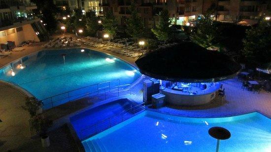 Ivana Palace Hotel: Ночной бассейн