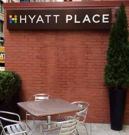Hyatt Place New York Midtown South: Вход в отель