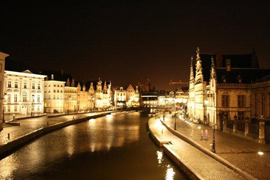 Ghent Marriott Hotel: Подстветка вечернего города