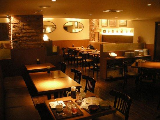 the b akasaka: The restaruant and breakfast area