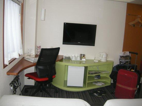 the b akasaka: The room