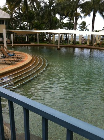 Coral Sands Beachfront Resort : Great lagoon pool