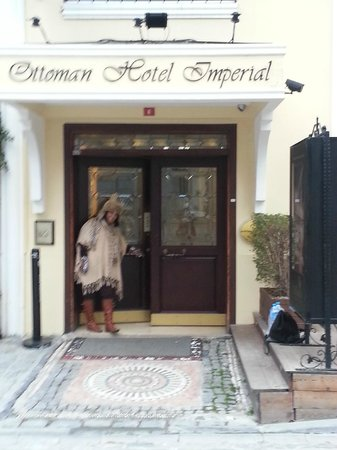 Ottoman Hotel Imperial: The entrance