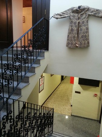 Ottoman Hotel Imperial : Floor and steps , no elevatore