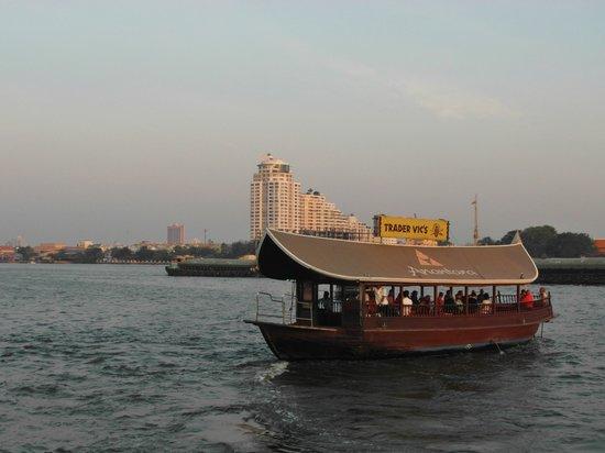 Anantara Riverside Bangkok Resort: eines der beiden Hotelschiffe