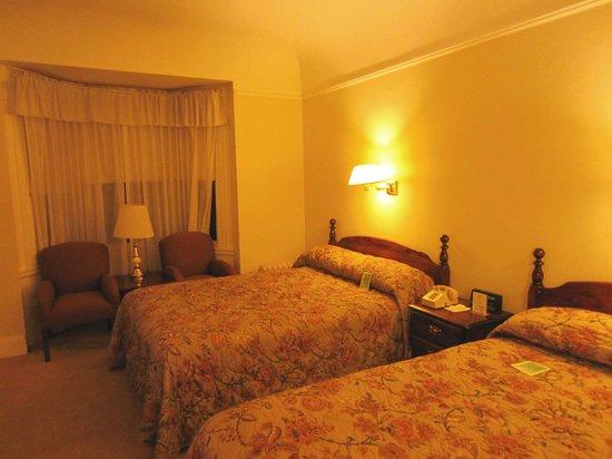 Beresford Arms: номер уютный , кровати прекрасные