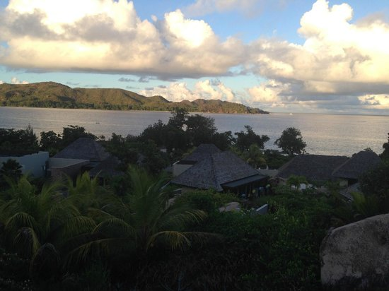 Raffles Seychelles: Вид из виллы на остров черепах
