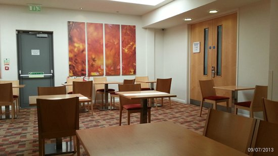 Holiday Inn Express London-Watford Junction: Breakfast / Dining area