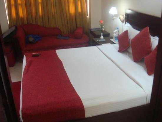 Corus Hotel: bedroom, on arrival