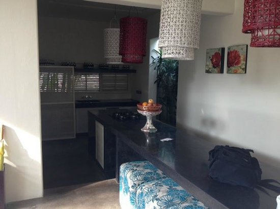Kiss Bali: love the kitchen and dining area