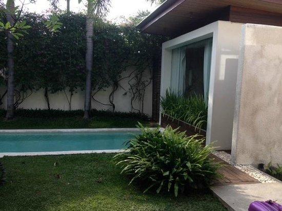 Kiss Bali : pool and Bedroom 1