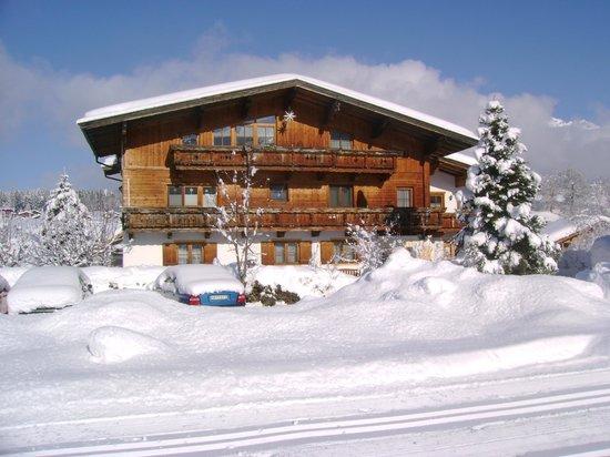 Haus Sonneck Winteransicht