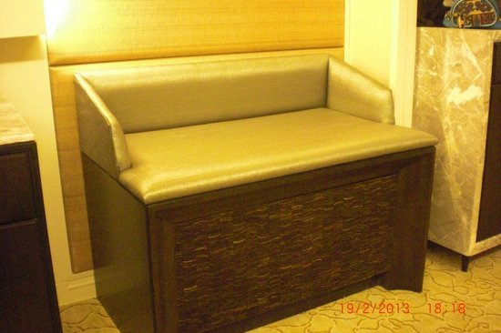 Edsa Shangri-La: Good space for luggage