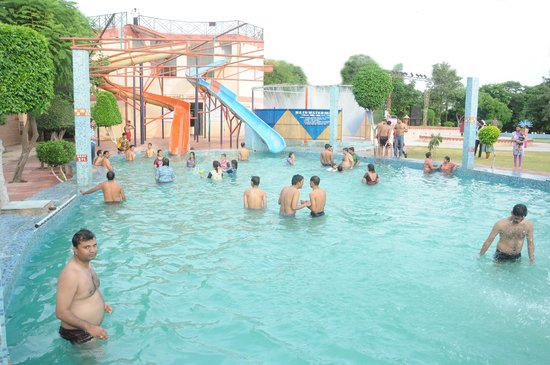 Sunrise Health Resort: Water Park with Slides