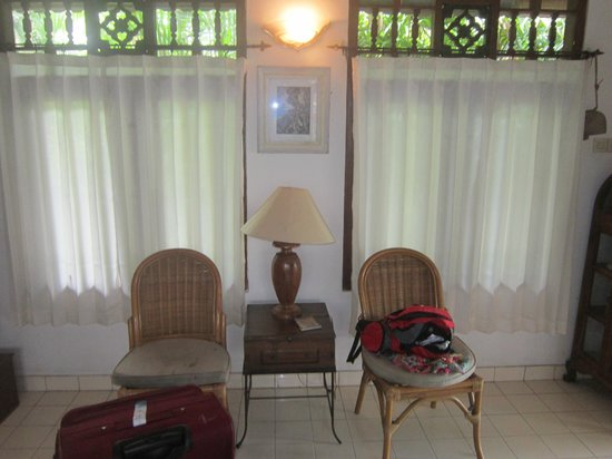 Bali Breeze Bungalows: Dining area