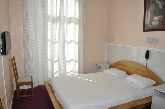 Hôtel César : Chambre