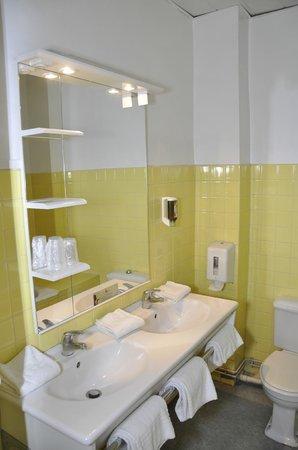 Hôtel César : Salle de bains