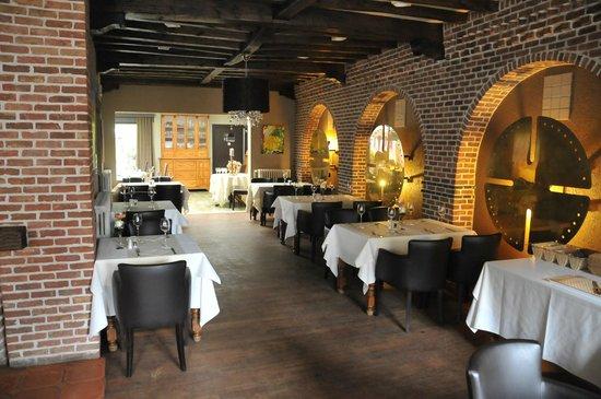 Bovendael Sports & Business Hotel: ресторан внутри. балки 1790 года.