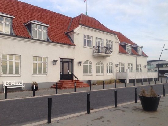 Hjerting Badehotel: Front of hotel