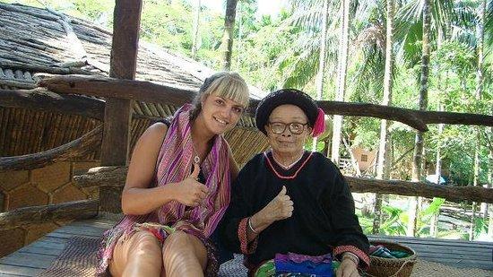 Sanya Li and Miao Village: Бабушка народности Ли