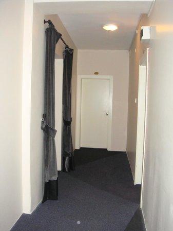 Cordial House Hotel: Corridor