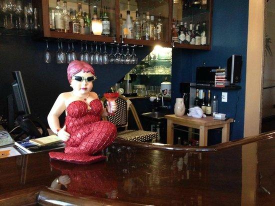 Hotel 1110: Lobby/bar