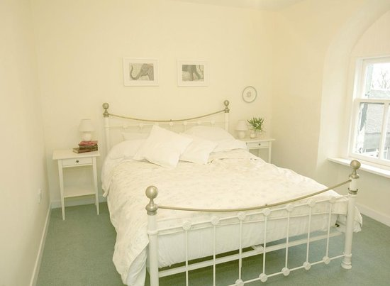 Kintyre Cottages: Master Bedroom, The Coach House
