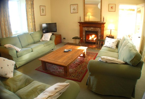 Kintyre Cottages: Spacious sitting room with open fire, Ballimenach Farmhouse