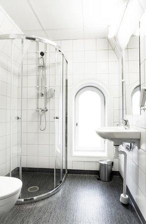 Saga Poshtel Oslo Central: Private bathroom