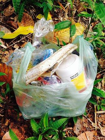 Yeak Laom Volcanic Lake : Garbage I collected