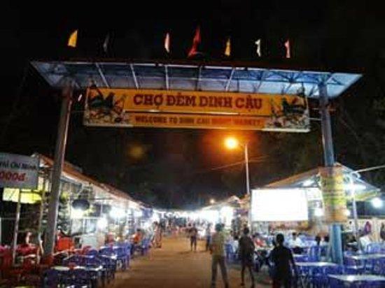 Dinh Cau Night Market: ナイトマーケット