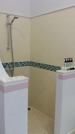 La Veranda Resort Phu Quoc - MGallery Collection: shower
