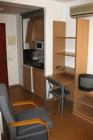 Residencia Universitaria Torre Girona: Интерьер номера