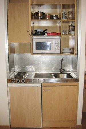 Residencia Universitaria Torre Girona: Мини-кухня в номере