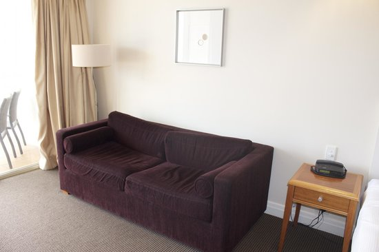 Rydges South Bank Brisbane: Worn looking lounge
