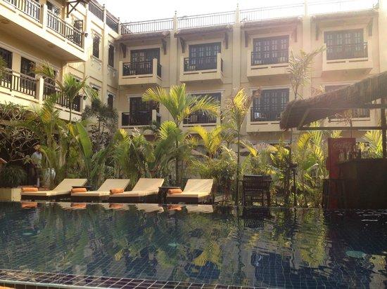Malika d'Angkor Boutique Hotel : piscine