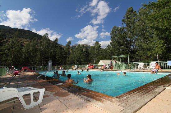 Village chalets louer sur le caravaneige l 39 iscle de for Briancon piscine