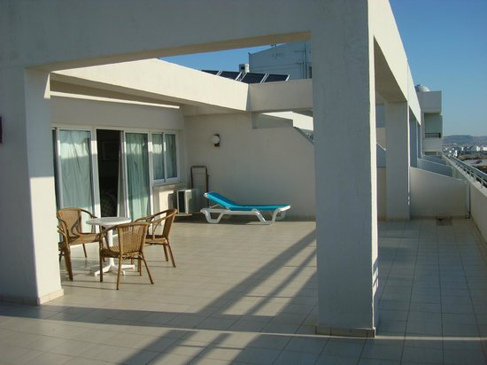 Sun Hall Beach Hotel Apartments : balcone