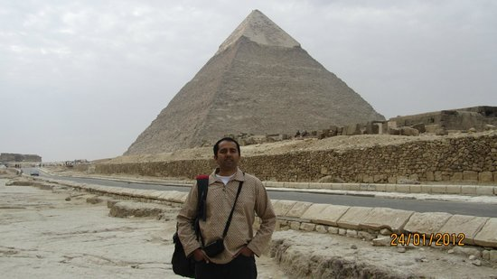 Ayman Ahmed - Tour Guide: Great Pyramid, Giza
