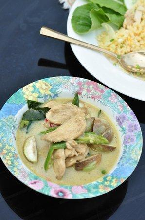 Silver Sea Phuket Beach Villa: dining at Silver Sea