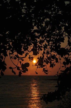 Silver Sea Phuket Beach Villa: sunset