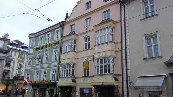 Goldene Krone: Maria Theresa St. Corner