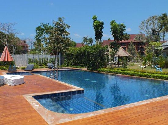 Perennial Resort: Piscine