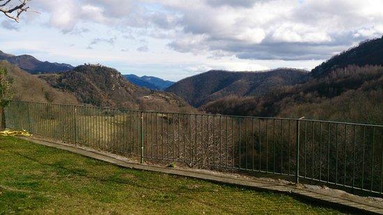 Casa Etxalde: Vistas desde el jardín