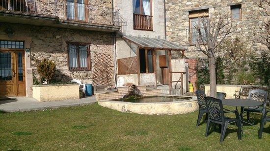 Casa Etxalde: Hotel y vista exterior de nuestra habitación